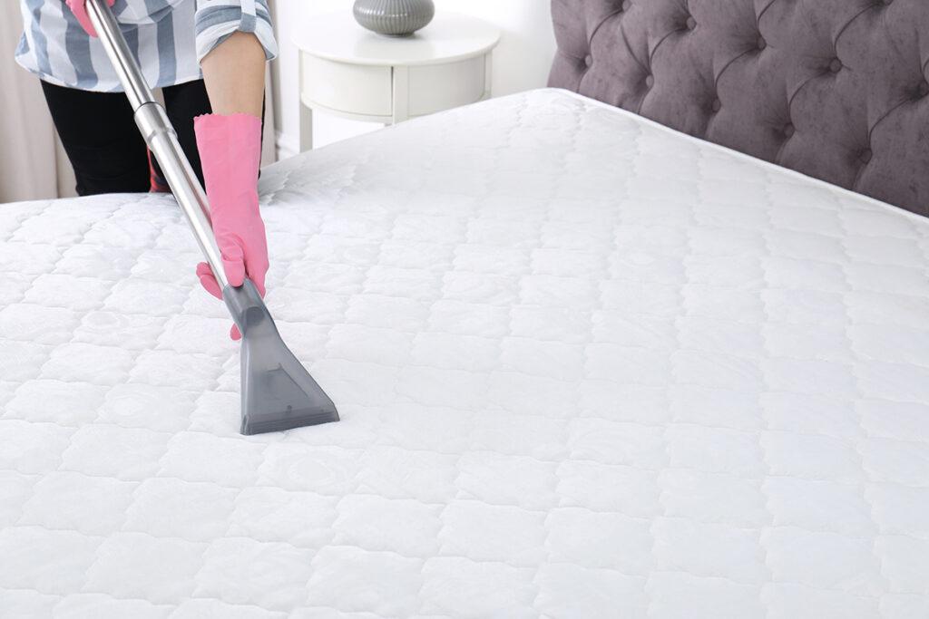 吸塵器清理床墊